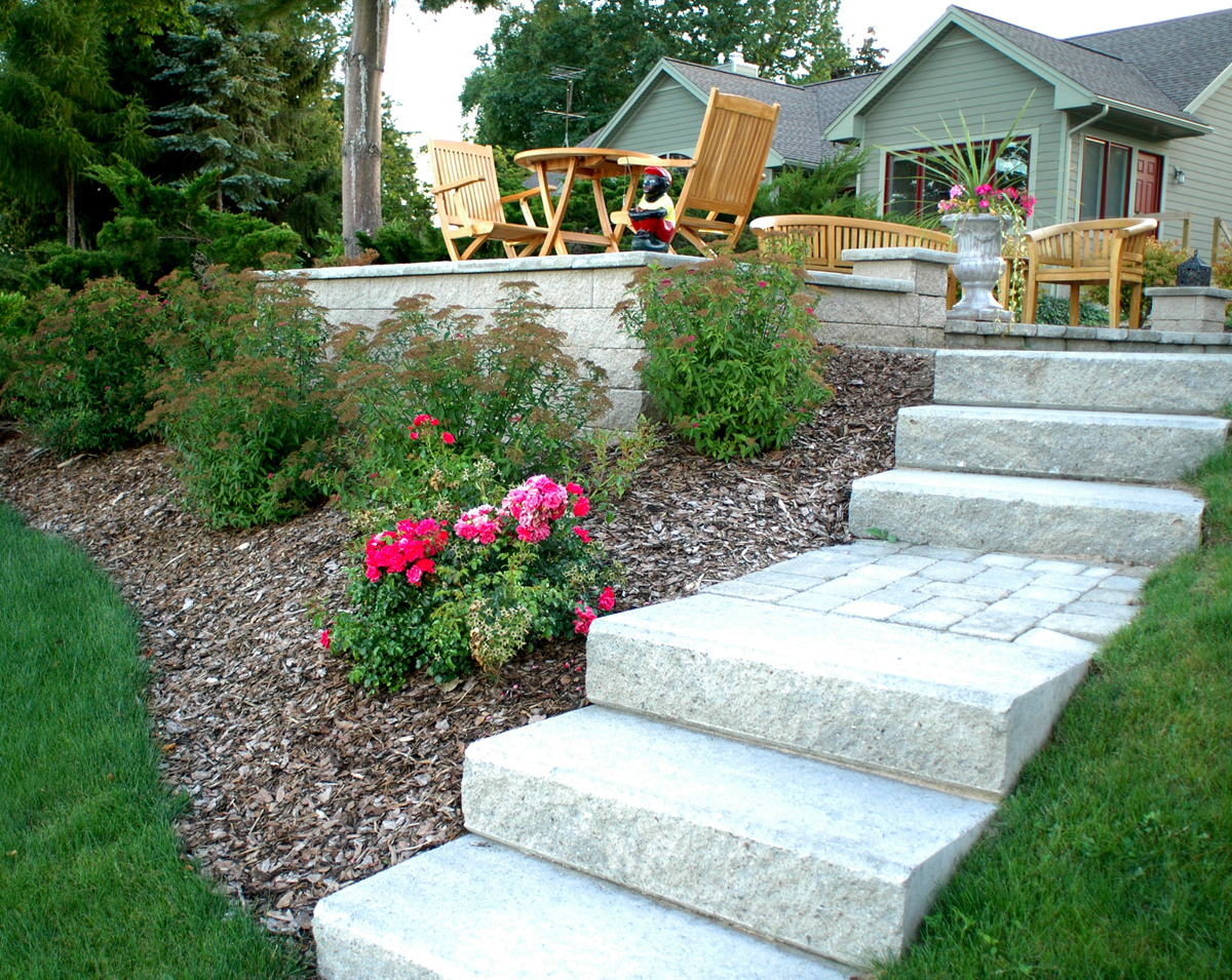 38 Homes That Turned Their Front Lawns Into Beautiful: Landscaping : Traverse Outdoor